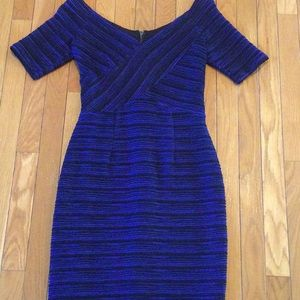 NUE by Shani Fitted vneck Sheath Dress size 4